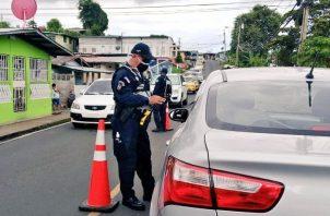 La Policía Nacional mantiene la vigilancia en los diferentes puntos de control sanitario.