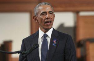 El discurso de Obama hizo que los asistentes se pusieran en pie y aplaudieran a rabiar. Fotos: EFE.