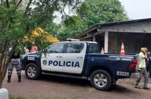 """La jueza de paz del distrito, Kathia Valdés, indicó que en el área encontraron más de 15 carros estacionados y más de 25 personas"""""""