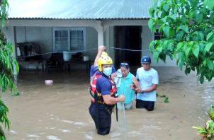 En Herrera, hubo varias inundaciones, por causa de las fuertes lluvias.
