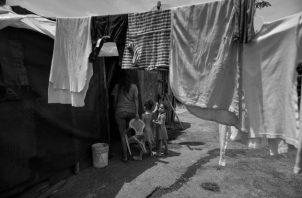 Se coloca cada vez a más a panameños en condiciones de pobreza, debido a que el modelo económico neoliberal concentrador de riqueza, excluye socialmente, mientras la economía crece. Foto: EFE.