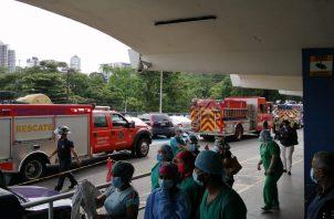 En total se desalojaron a 32 pacientes no COVID-19 del edificio de la Especializada de la CSS.