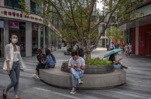 Pekín reaccionó con dureza verbal a prohibición de negocios con compañías chinas por parte de EEUU. EFE