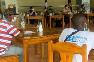 Reunión entre autoridades y migrantes.