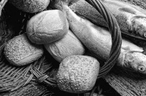 Los mejores panes que habrían comido en toda su vida, igual que los peces. Directamente de manos de Dios. Foto: Tomada de la página de la Parroquia de San Pedro Apóstol. Málaga.