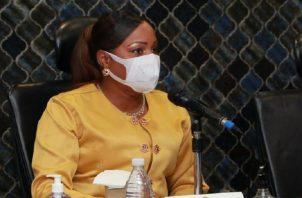 La diputada Cenobia Vargas manifestó que con esto se pretende salvaguardar la vida de los niñosy niñas de Panamá. Asamblea Nacional.