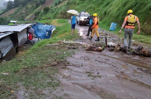 Las viviendas que resultaron afectadas con introducción de agua están construidas en su mayoría de zinc y madera. FOTO/TWITTER/SINAPROC