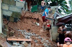 En el sector El Límite, colapsó el muro tras la fuerte lluvia. Fotos. Diómedes Sánchez S.