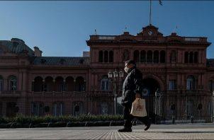 Las negociaciones con el FMI representan el próximo paso del Gobierno de Alberto Fernández. EFE