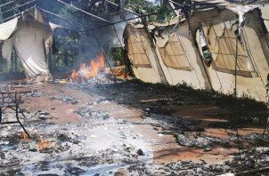 Una de las toldas de atención de salud en La Peñita fue incendiada por los migrantes.