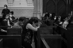 Debes ser agradecido porque estás vivo, y tienes la oportunidad hoy de alabar su nombre con la oración, que es tan importante. Foto: EFE.