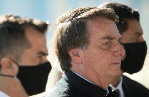 """El índice de rechazo de Jair Bolsonaro cayó diez puntos, desde el 44% hasta el 34%, mientras que otro 27% consideró que la actuación de su Gobierno es """"regular"""". FOTO/EFE"""