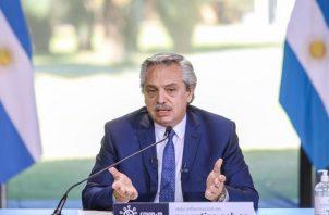 Tras varios meses de intensas negociaciones Argentina alcanzó acuerdo con sus acreedores. EFE
