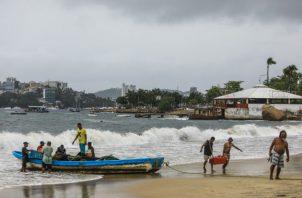 Las alertas se han disparado en las playas del Pacífico mexicano. Fotos: EFE.