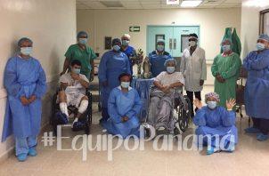 Lourdes Moreno junto al personal médico del hospital Santo Tomás.