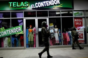 El lunes se reabrieron, con muchas limitaciones, los salones de belleza, barberías y el comercio minorista en Panamá.