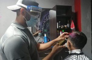 Son muchas las personas que estaban necesitando de estos servicios de cortes de cabello y de belleza en general .