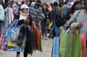 La informalidad se apodera del mercado de Perú. EFE