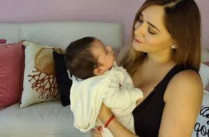 Sherlyn y su hijo André. Foto: Instagram