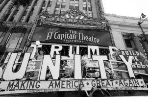 Una carroza alusiva a la campaña electoral de Donald Trump en Hollywood, California. Trump tendrá que meditar mucho para que no le ocurra lo mismo que a la reelección de Bush hace 28 años. Foto: EFE.