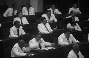 Cobran íntegros sus salarios mientras que el resto de los panameños estamos confinados, cobrando la mitad de nuestros salarios y llenándonos de deudas. ¿Panamá Solidario para quién? Foto: Archivo.
