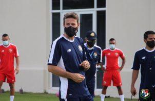 Thomas Christiansen al frente de los entrenamientos. Foto:Fepafut
