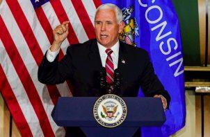 Los republicanos iniciaron este lunes su convención con una oración y el himno nacional.