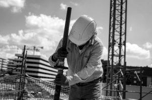 Existe un modelo institucional de mercado laboral en el que la productividad crece de manera más acelerada que los salarios reales. Foto: EFE.