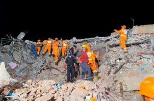 """El director general de la Fuerza Nacional de Respuesta a Desastres (NDRF), Satya Pradhan, también celebró en su cuenta de la red social Twitter el """"niño milagro rescatado con vida""""."""