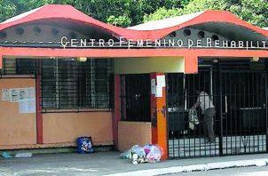 En la prisión femenina se han reportado decenas de casos de COVID-19.