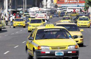 La propuesta de circulación de vehículos pares y nones no involucraría el transporte público y autos del Estado.