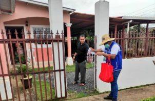 En los diferentes sectores el personal de salud sigue realizando las visitas casa por casa y realizando las pruebas de hisopado.