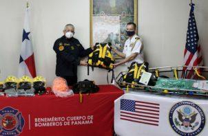 La donación incluye arnés, cascos, guantes, cuerdas, linternas, chalecos salvavidas, bolsas de rescate, entre otros. Fotos: Cortesía.