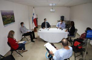 En la reunión participaron el gerente de Jurídico Jaime Marín y la jefa de Unidad Técnica, Nedelka Ortega del Banco Hipotecario Nacional (BHN) y el sub-secretario Ejecutivo de Unidad Administrativa de Bienes Revertidos (UABR), Esteban Ripoll.