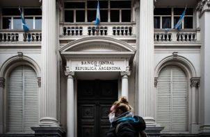 La economía de Argentina desde hace dos años está en recesión. EFE