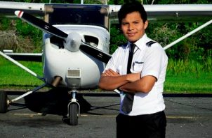 Luis Ángel Marcucci Bejerano, primero piloto de aviación oriundo de la comarca Ngäbe Buglé.