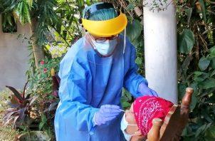Personal del Ministerio de Salud realiza hisopados a nivel nacional. Foto cortesía Minsa