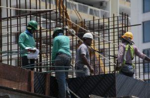 El sector de la construcción entre ellos: ingenieros, arquitectos, administradores de proyectos, contratistas podrán laborar desde hoy.