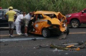 Dos personas resultaron lesionadas producto de un accidente de tránsito, en la carretera Panamá Colón