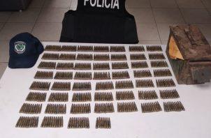 Solo se mencionó el hallazgo de la cantidad de municiones sin detonar calibre 5.56 milímetros que se usan en los fusiles de combate M-16.