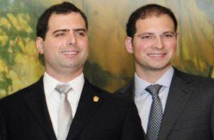 Los diputados del Parlamento Centroamericano (Parlacen), Ricardo Alberto y Luis Enrique Martinelli Linares, luchan por sus derechos. Archivo