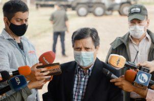 Un militar hace guardia en el cuartel de la Fuerza de Tarea Conjunta (FTC) en Arroyito, departamento de Concepción (Paraguay). Fotos EFE.