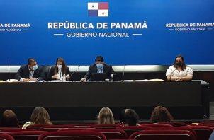 El acto de presentación y apertura de sobres se realizó en el Anfiteatro de la Presidencia. Foto Víctor Arosemena