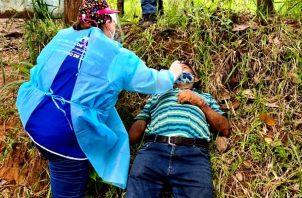 El Equipo de Respuesta Rápida realizó 1,054 pruebas de hisopados en Veraguas. Foto Minsa