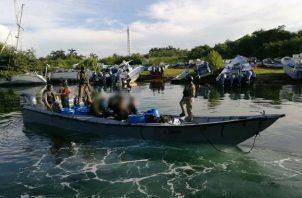 Al momento del abordaje, los bultos iban forrados en plástico color negro. Fotos: Diómedes Sánchez.