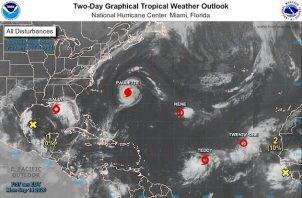 El ojo de Paulette, que golpeó en las últimas horas a Bermuda, donde centenares de personas están sin electricidad, se alejará este lunes de la isla, aunque los fuertes vientos, copiosas lluvias y la marejada ciclónica se seguirán sintiendo durante el dia.