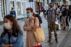 El país registró 90.123 nuevas infecciones de la COVID-19 en las últimas 24 horas, elevando el número de total desde el inicio de la pandemia a 5.020.359, según los últimos datos del Ministerio de Salud indio.