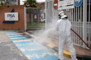 El Gobierno madrileño planea nuevas restricciones a la movilidad y a la concentración de personas. Fotos: EFE.