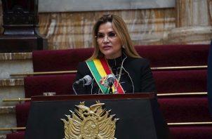 """""""No es un sacrificio, es un honor"""", aseguró, ante el riesgo de dividir el voto contra el Movimiento Al Socialismo (MAS) de Evo Morales y que """"acabe ganando la elección"""" del próximo 18 de octubre."""