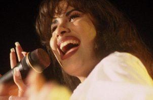 La desaparecida artista méxico-americana Selena. Foto: EFE